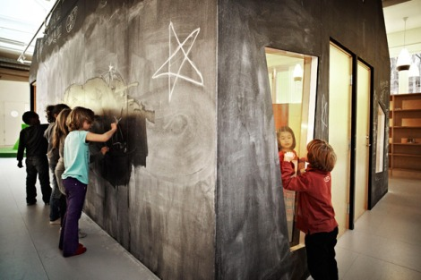 Drawing-at-the-Chalk-House_Design-Rosan-Bosch_Vittra